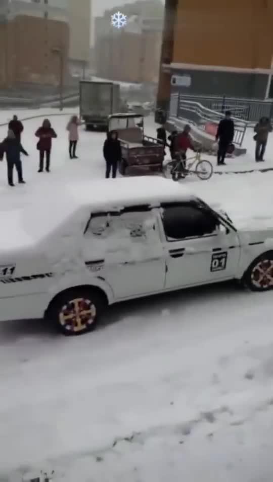 雪地,车自动漂移