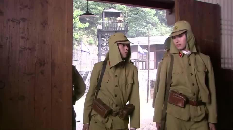 英雄:女战士乔装打扮,利用鬼子畅通无阻,顺利通过关卡