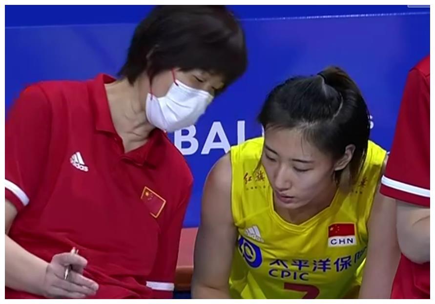 """中国女排面对平均21岁的""""国青队""""都输球!央视无语:期待全主力"""