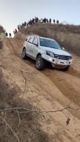 视频:哈弗H5跟着日产途乐越野,一个玩爬
