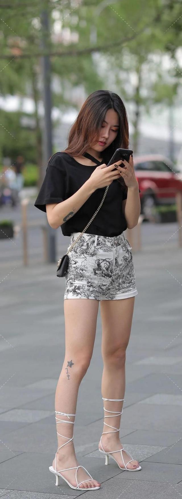 跨脖短袖搭配小清新短裤,最简单时髦单品,搭配出最时尚的风格!