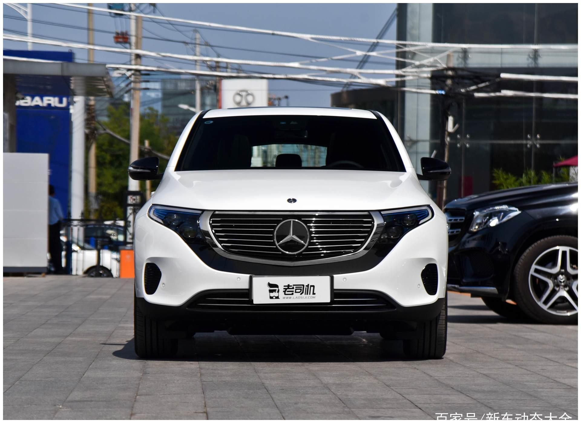 进口豪华的新鲜车型,空间不算小,养车费用低,实拍奔驰EQC