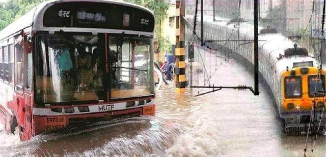 泰国火车太厉害了,铁轨被水淹没了,火车居然还能继续行驶!