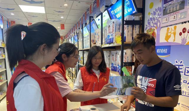 """沾益区博乐乡组织了一次""""敲门""""创建宣传志愿者服务活动"""