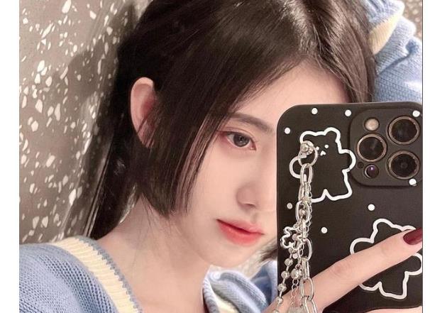 吴宣仪公主切发型自拍照片分享 吴宣仪和鞠婧祎谁的公主切更漂亮?
