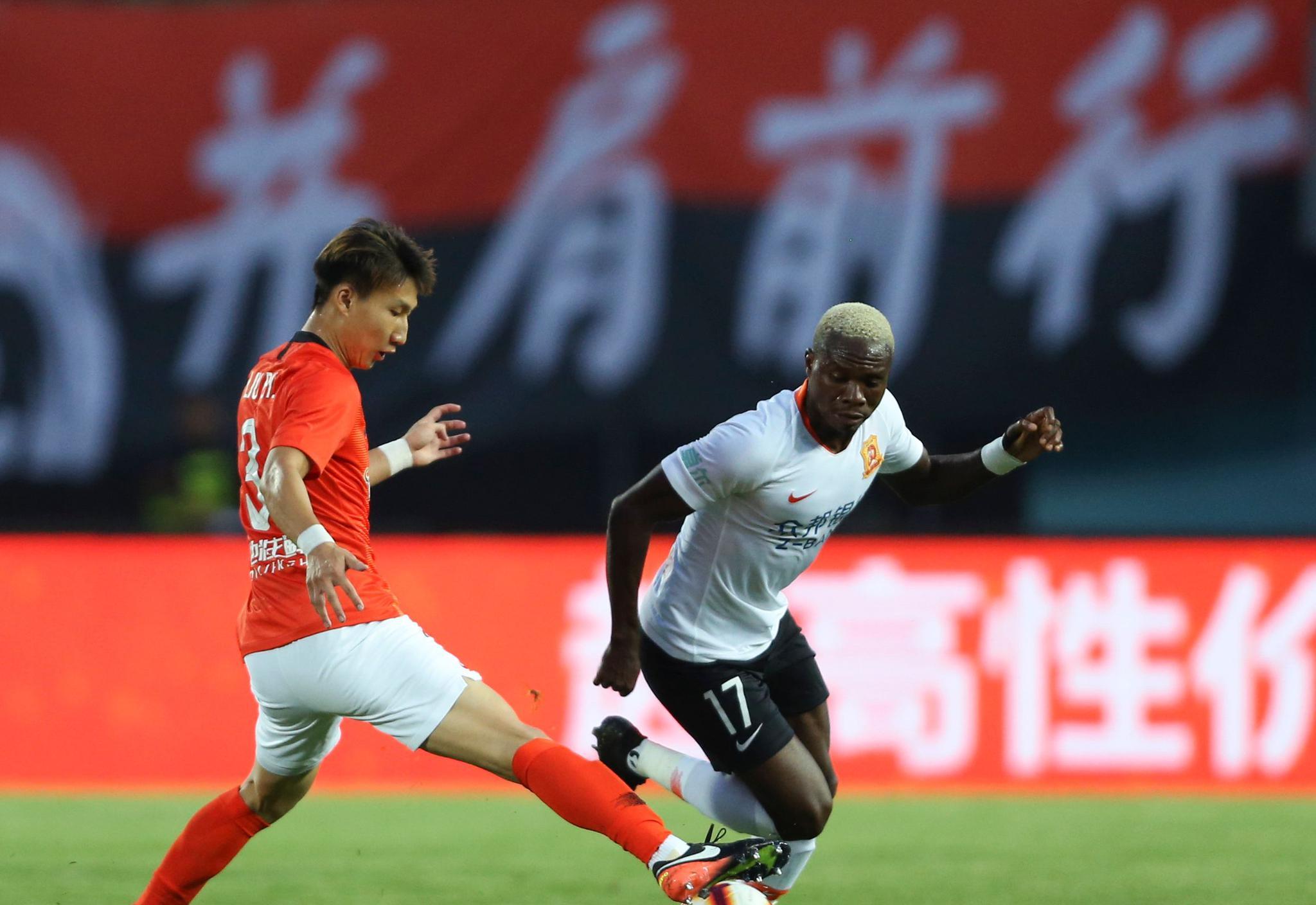 足球——中超:北京人和不敌武汉卓尔