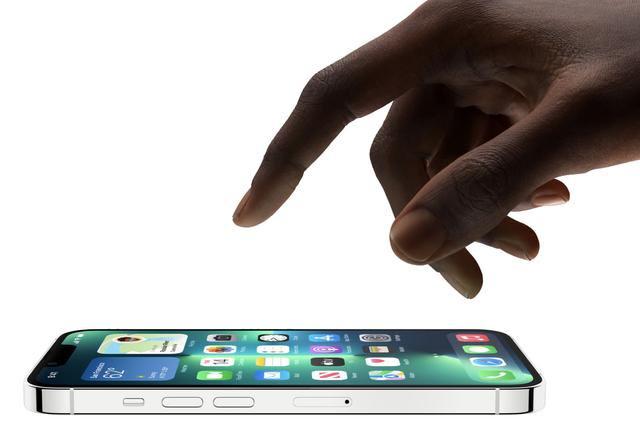 """iPhone 13创新功能遭到质疑,老罗调侃抄国产手机""""作业"""""""
