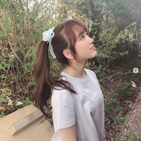 IZ*ONE矢吹奈子公开清爽的近况照片 用可爱的笑容打招呼