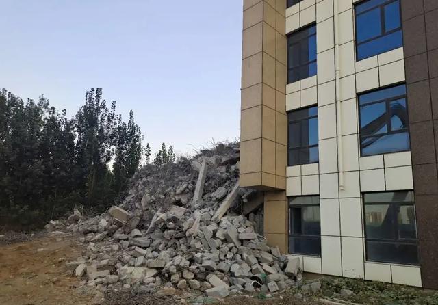 邯郸区依法拆除3000平方米的违法住宅楼