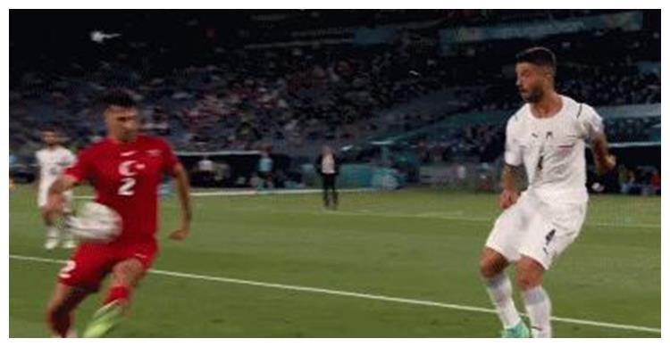 争议手球遭无视,主裁判拒绝VAR提醒