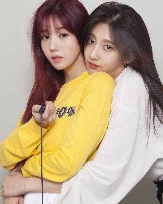 LOVELYZ郑叡仁&IZ*ONE权恩妃简直是双胞胎 公开在一起的合影