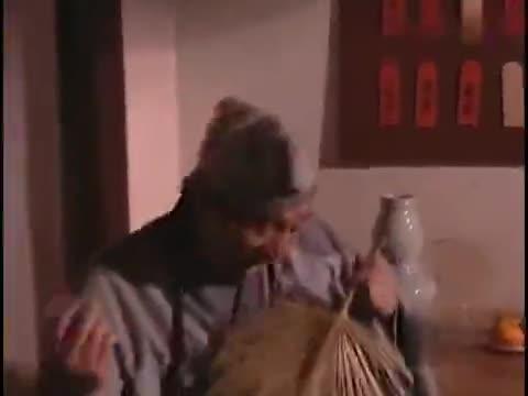 济公:济公来到烟花之地,竟用鸡毛掸子吹箫,扇子弹琴太有才了!