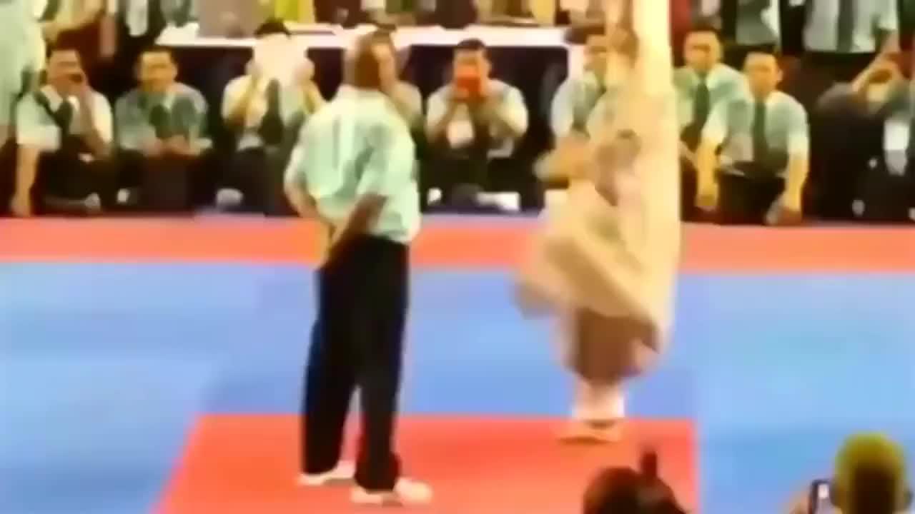 这才是真正的武术大师!惊艳世界的高手,出脚速度几乎看不到