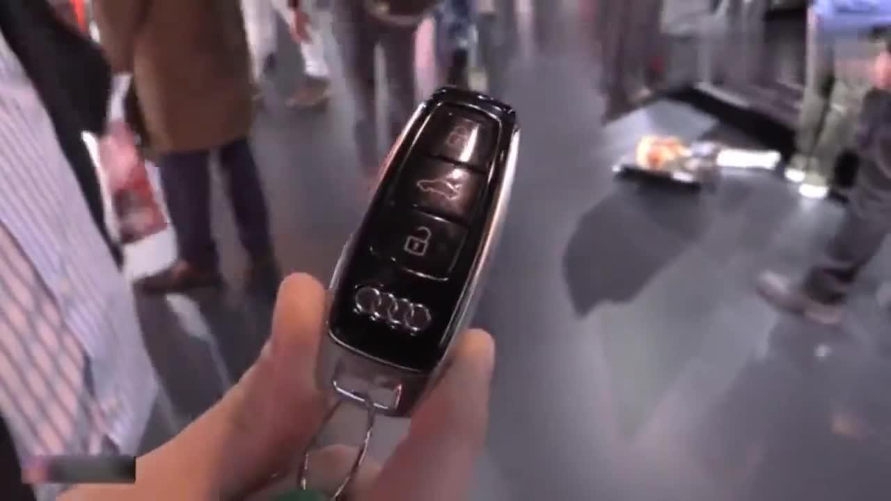 奥迪A7按下车钥匙后,看到仪表盘和LED灯瞬间心动了!