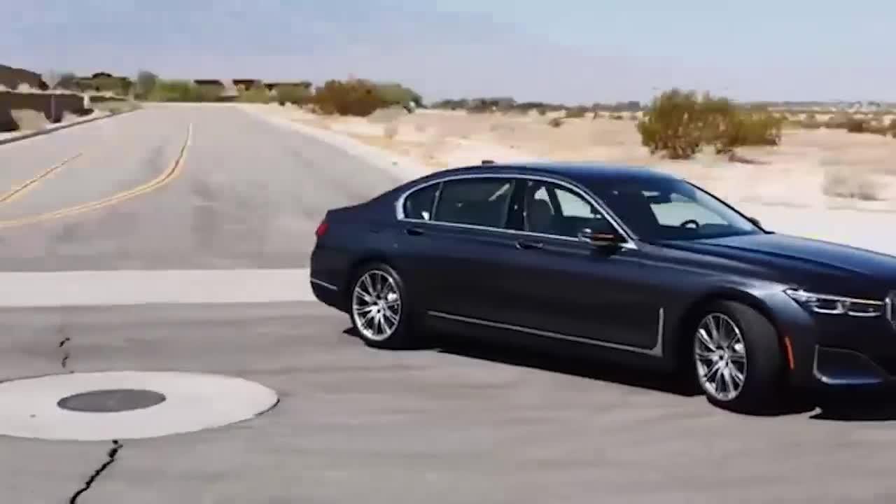 视频:2021款宝马7系终于来了,颜值真不赖,比起奔驰S级你更喜欢谁