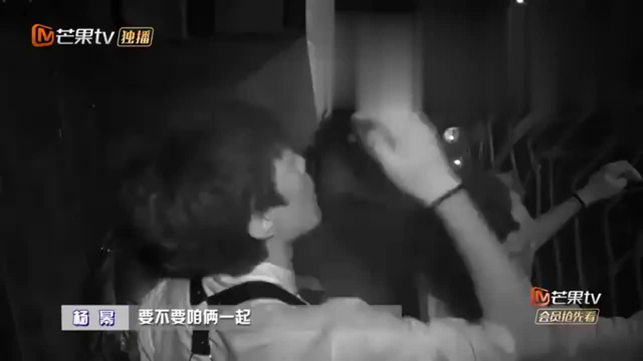 """杨幂激活丧尸,把邓伦吓得赶紧闭眼叫""""哥哥哥"""",太可爱了丨密逃"""