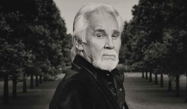 乡村音乐传奇人物肯尼·罗杰斯去世享年81岁