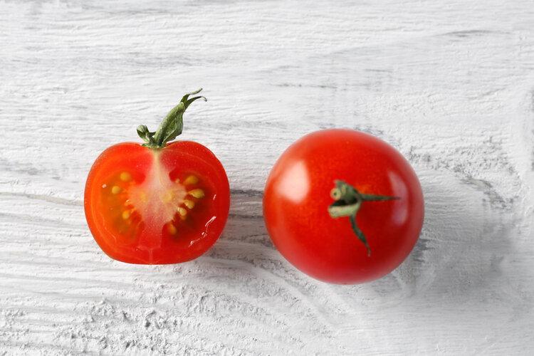 1个西红柿能防4种癌症?夸大了,但3种成分作用不可小觑