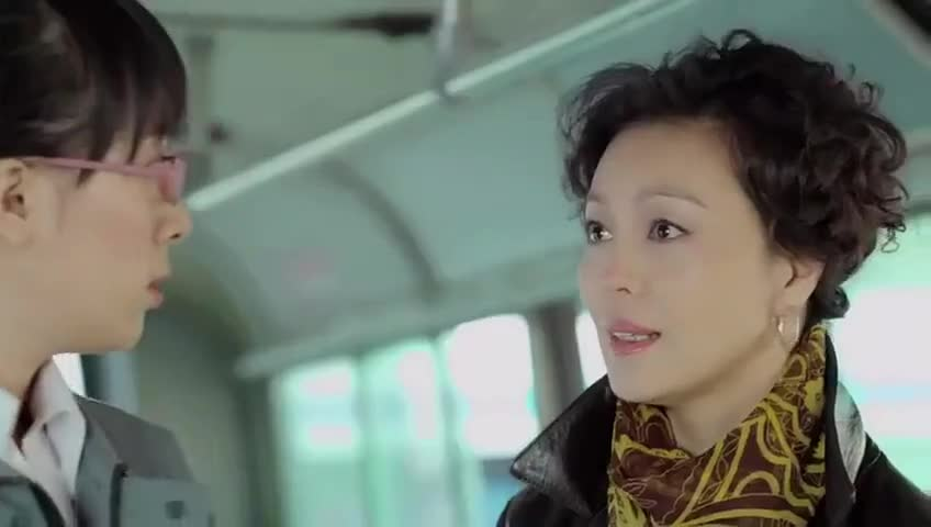 《坐88路车回家》黄哆对亲生母亲的到来置之不理