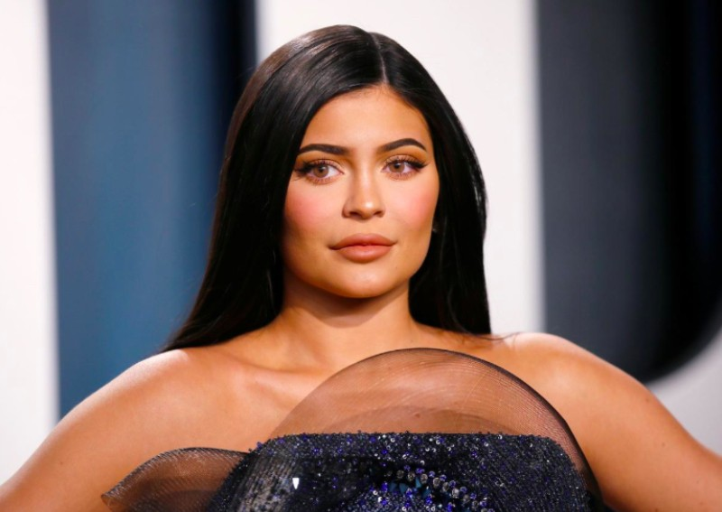 福布斯称凯莉·詹娜不再是亿万富翁 但是收入最高的名人