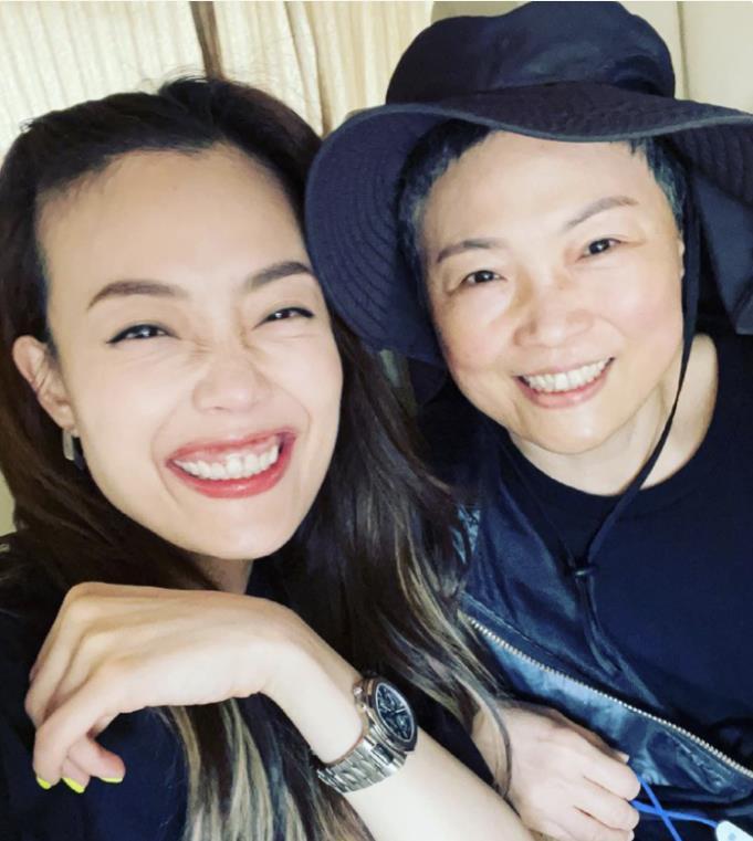 母亲节艺人妈妈大公开!刘嘉玲妈妈苏州才女,邓紫棋与妈妈像姐妹
