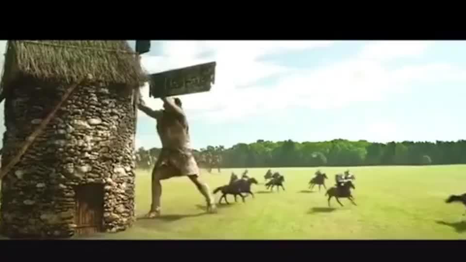 人类和巨人开战,小伙队伍全军覆没,只剩他一个人逃回城内