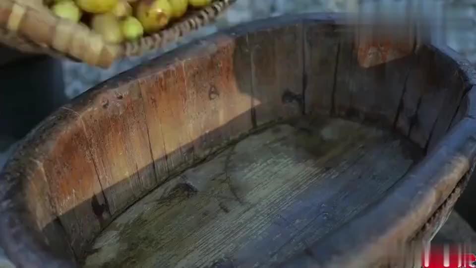 李子柒:老屋后的枣子熟了, 正好做笼酸枣糕解解馋!