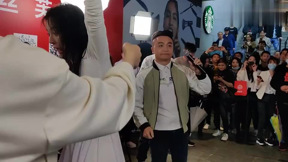 唐艺给粉丝伴舞《可可托海的牧羊人》又唱又跳真棒!