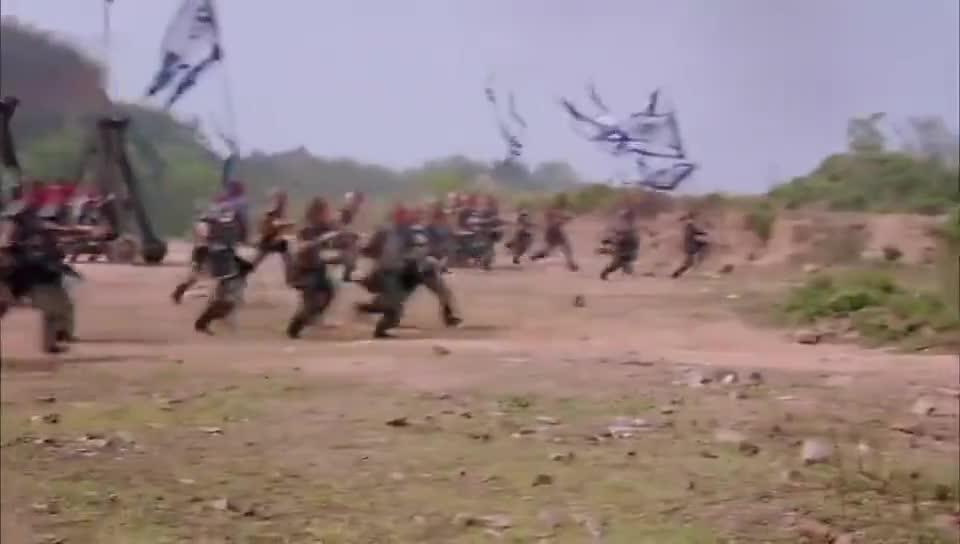 李世民被困敌军阵营,毒烟四起却仍在奋力杀敌,死士护驾
