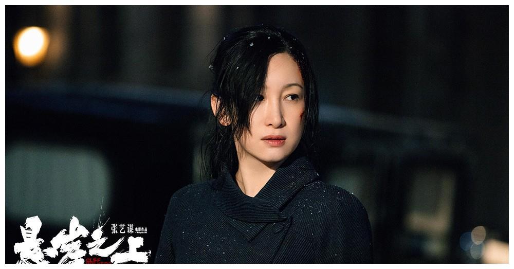 42岁秦海璐母亲节发长文,致敬悬崖之上角色,电影票房已破7亿