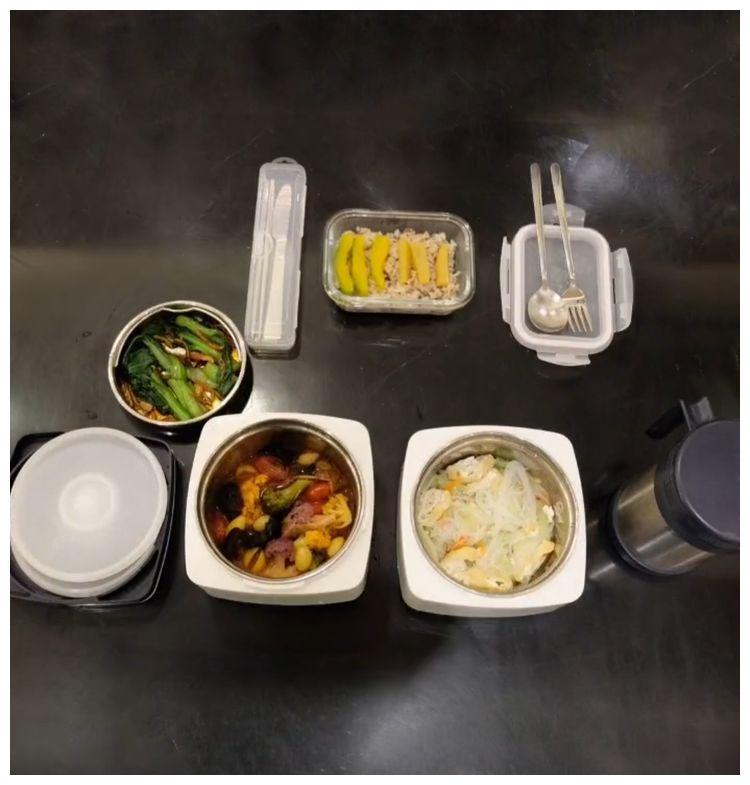 59岁刘德华晚餐曝光,都是素菜吃得好朴素,已经坚持7年不吃肉