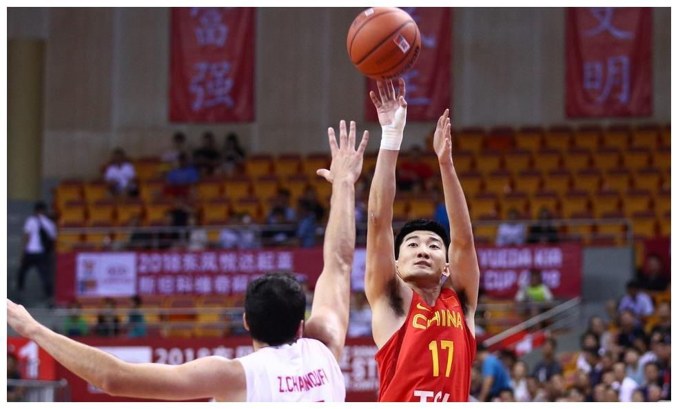 中国男篮又一核心离队!四大主力携手出局,杜锋能否解决危机?