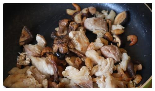"""""""五日节""""要来了!马上教你做咸蛋黄肉粽"""
