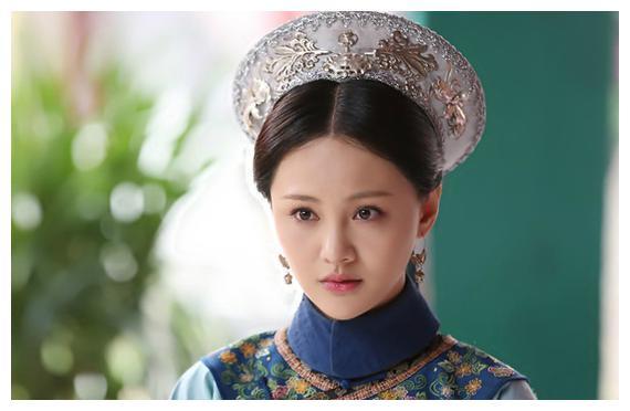 她与亲姐姐一起嫁给康熙,姐姐成为家喻户晓的皇后,她却不得宠