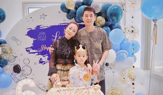 演员保剑锋老婆何珈好晒为儿子庆祝6岁生日的现场照