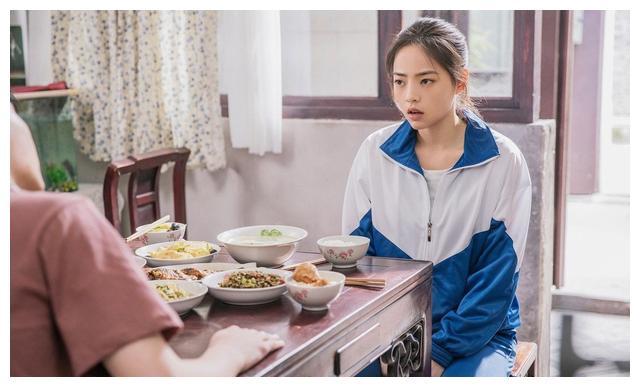 郝蕾的丰腴,刘涛的壮硕,章子怡的疲态,击碎我对少女的美好幻想