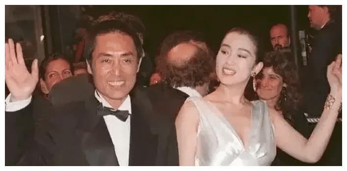 1999年,51岁张艺谋和19岁嫩模王海珍被媒体拍到共进晚餐