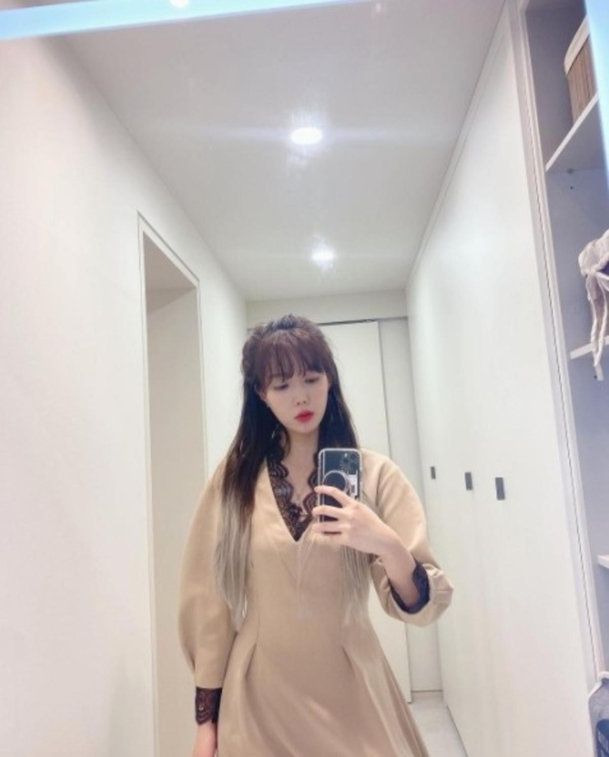 林秀香简直就是爱豆?美丽的连衣裙造型让人赞不绝口