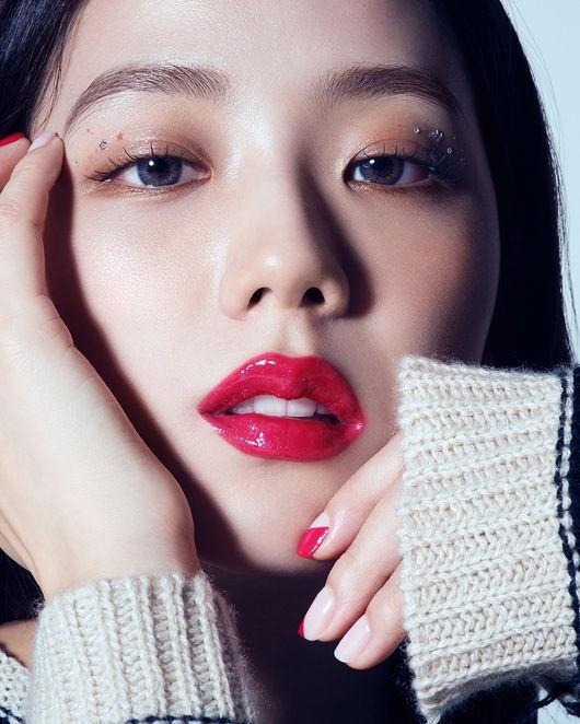 BLACKPINK金智秀如繁星般耀眼的美貌 仅用一个唇色彰显优雅魅力