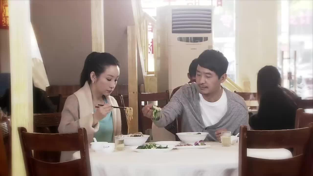 小伙给董事长约了和美女吃饭,不料结局傻眼,竟被放鸽子