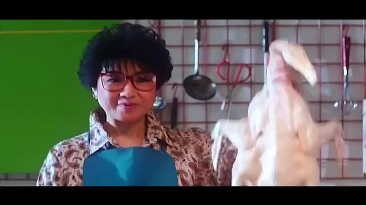 一群老太太学做菜有一套,对着健美操学做烧鹅,结果太逗了