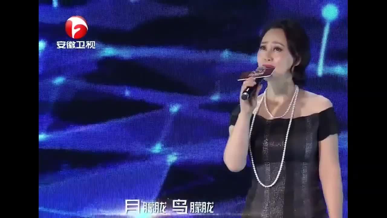 宋佳现场演唱经典老歌《月朦胧鸟朦胧》,听一遍就爱上了