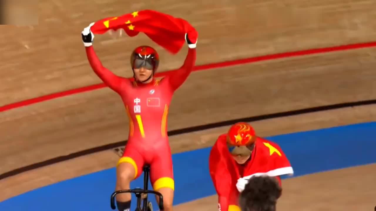 (鲍珊菊钟天使)夺得自行车场地女子团体冠军