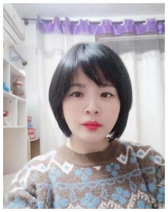 湖北黄冈44岁女士,从事餐饮工作,想找个有素质的男士为伴