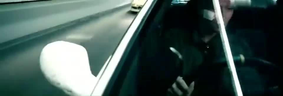 众人午夜飙车,前方警察拦住准备抓捕,谢霆锋赶紧弃车逃跑