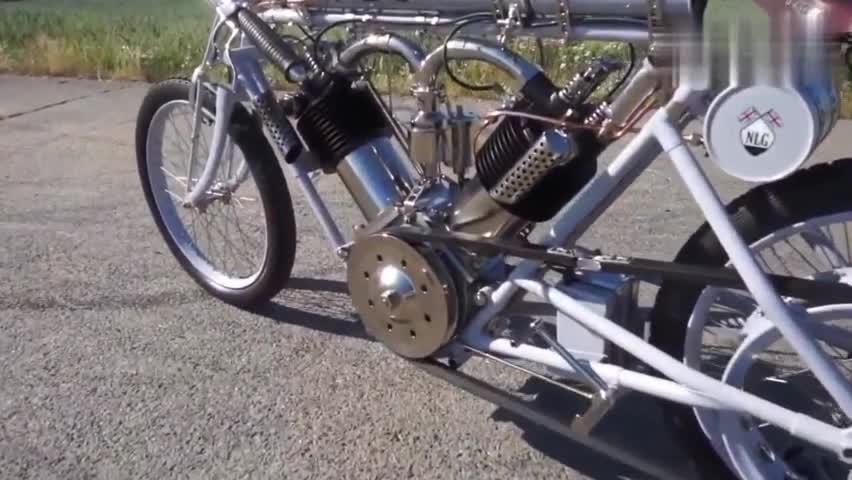 视频:2个发动机的摩托车,比宝马3系还要贵,打火方式意想不到!