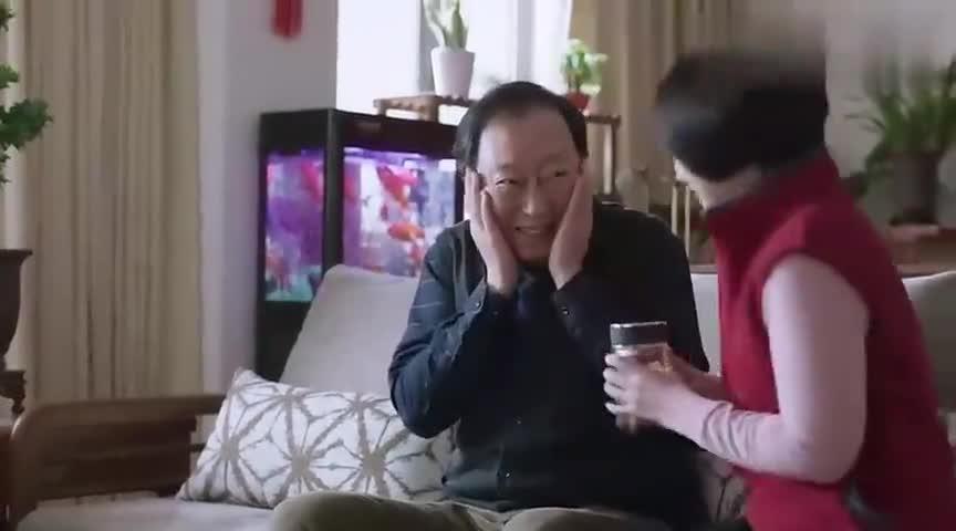 姚晨:房产证上要写她名,大婶激动哭了,倪大红拉她的手不放开