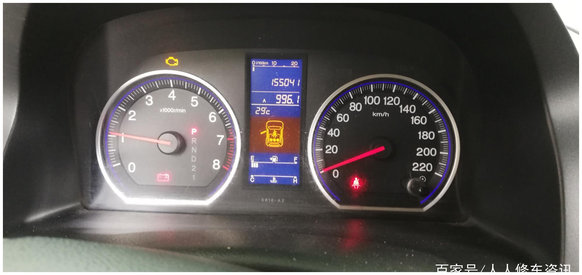 行车途中仪表盘突然亮起红色电瓶指示灯,应该咋办还能继续行驶吗