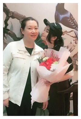 赵丽娟老公_赵本山现任妻子罕见曝光,53岁颜值爆表,甘愿为老公放弃事业 ...
