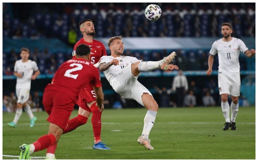 尤文中卫送乌龙,意大利笑纳大礼,欧洲杯首球诞生